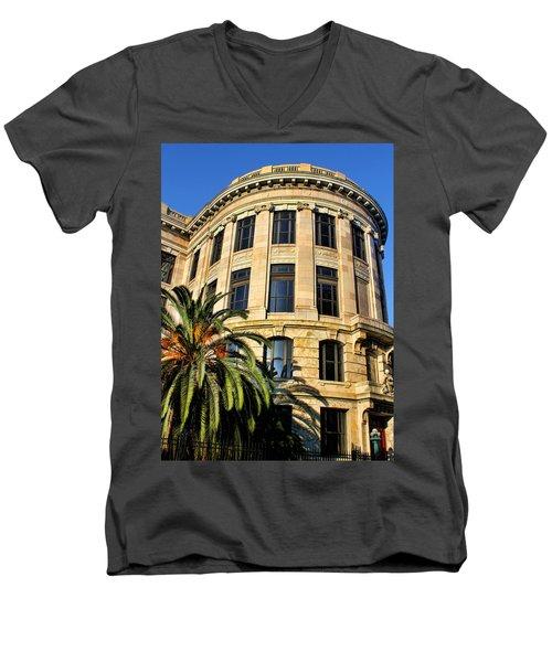 Old Courthouse-new Orleans Men's V-Neck T-Shirt