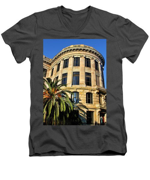 Old Courthouse-new Orleans Men's V-Neck T-Shirt