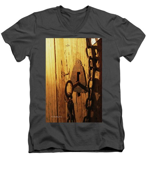 Old Lock And Key Men's V-Neck T-Shirt