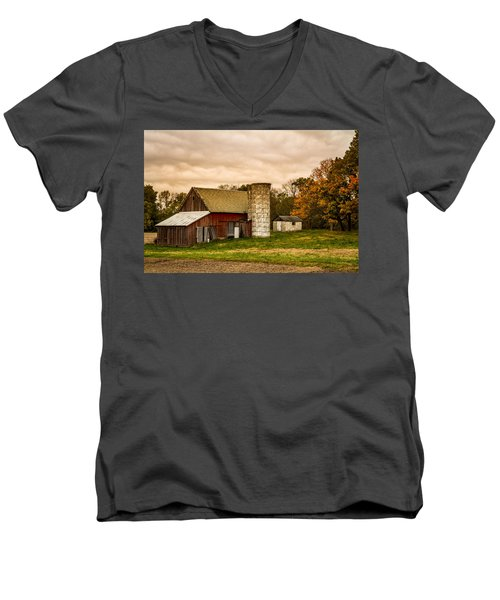 Old Red Barn And Silo Men's V-Neck T-Shirt