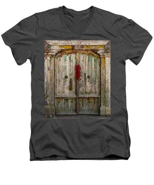 Old Ristra Door Men's V-Neck T-Shirt