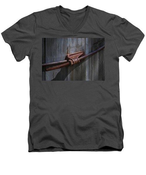 Old Water Tank Men's V-Neck T-Shirt