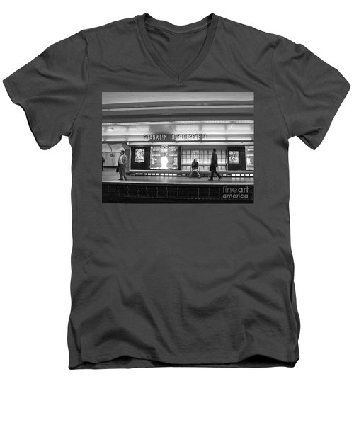 Paris Metro - Franklin Roosevelt Station Men's V-Neck T-Shirt