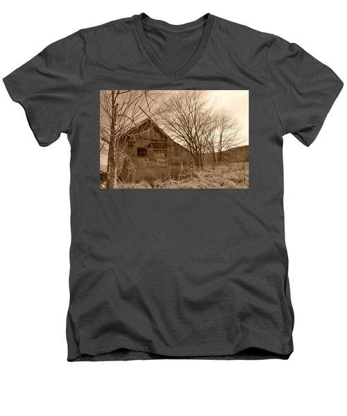 Patchwork Barn Men's V-Neck T-Shirt