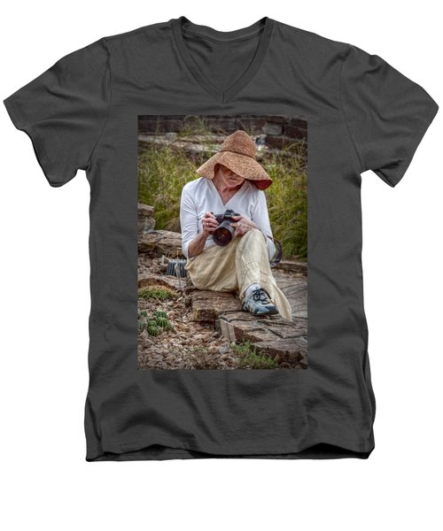 Photographer Men's V-Neck T-Shirt