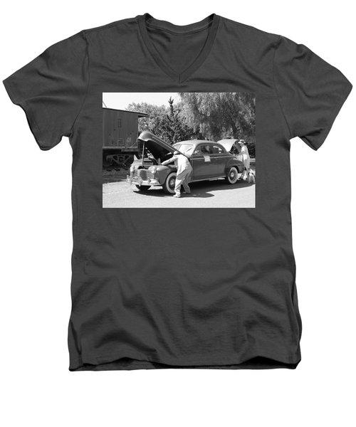 Pit Stop 1941 Men's V-Neck T-Shirt