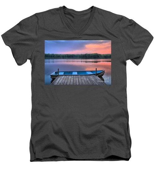 Poconos Lake Whitney Sunset Rowboat Men's V-Neck T-Shirt