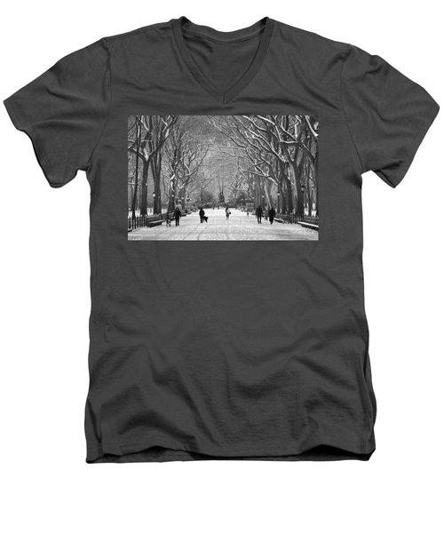 New York City - Poets Walk Winter Men's V-Neck T-Shirt