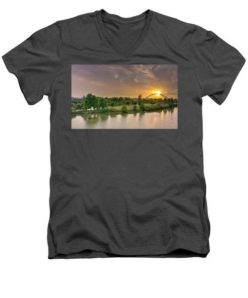 Puente De Lusitania Men's V-Neck T-Shirt