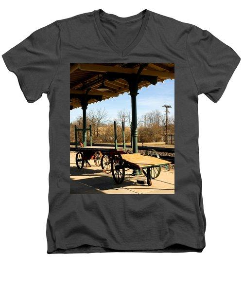 Railroad Wagons Men's V-Neck T-Shirt
