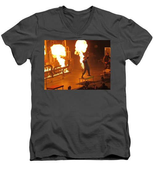 Red Heats Up Winterjam In Atlanta Men's V-Neck T-Shirt