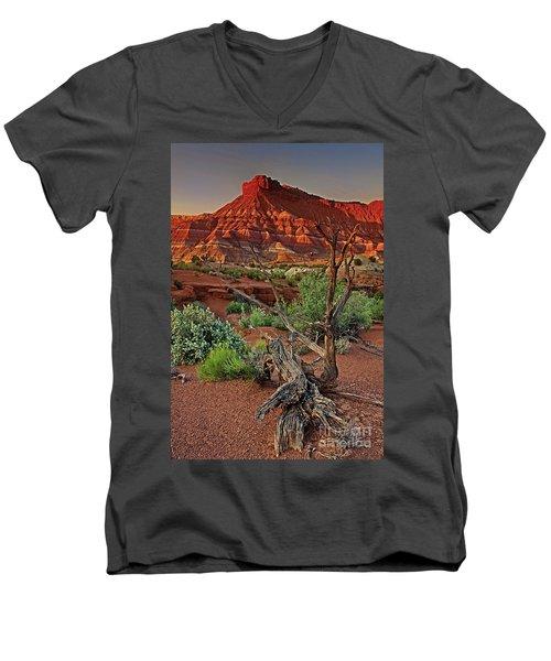 Red Rock Butte And Juniper Snag Paria Canyon Utah Men's V-Neck T-Shirt