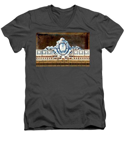 Redfield Roofline 4 Men's V-Neck T-Shirt