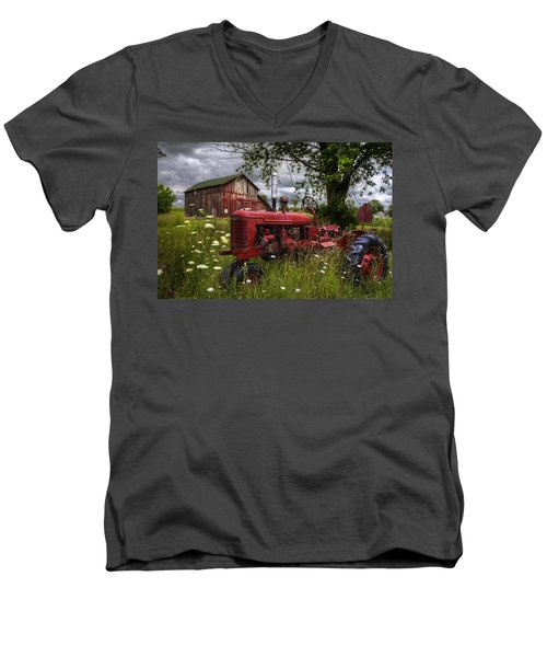 Reds In The Pasture Men's V-Neck T-Shirt
