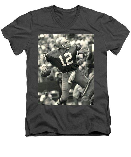Roger Staubach Vintage Nfl Poster Men's V-Neck T-Shirt