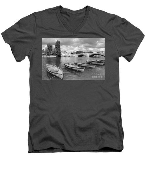 Rowing Boats Men's V-Neck T-Shirt