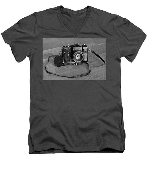 Russian Tank Men's V-Neck T-Shirt