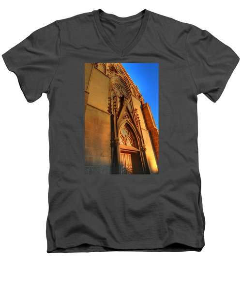 Santa Fe Church Men's V-Neck T-Shirt