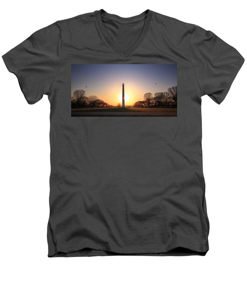 Setting Sun On Washington Monument Men's V-Neck T-Shirt