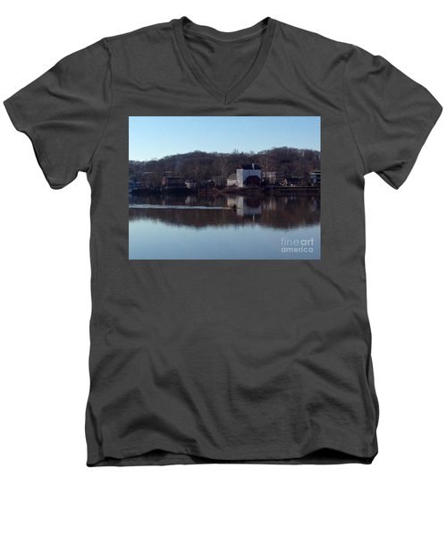 Single Scull On The Delaware Men's V-Neck T-Shirt