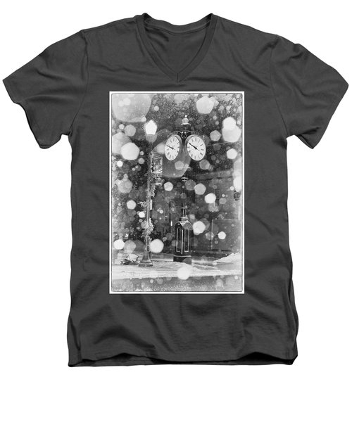 Snow Time Holly Michigan Men's V-Neck T-Shirt