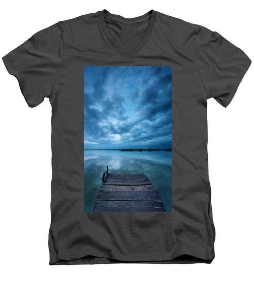 Solitary Pier Men's V-Neck T-Shirt
