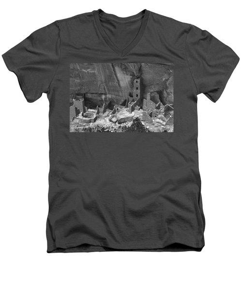 Square Tower At Mesa Verde Bw Men's V-Neck T-Shirt