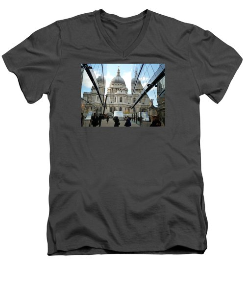 St Paul's Reflected Men's V-Neck T-Shirt