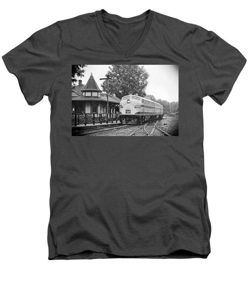 Streamliners Festival -- Post Process Men's V-Neck T-Shirt