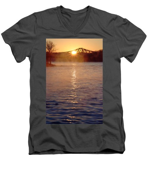 Sunrise Over Table Rock Men's V-Neck T-Shirt