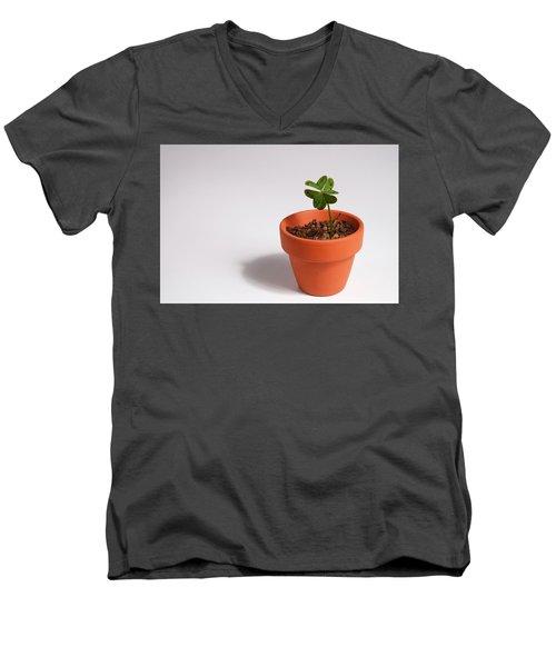 Symbol Of Good Luck Men's V-Neck T-Shirt