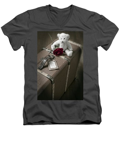 Teddy Wants To Travel Men's V-Neck T-Shirt