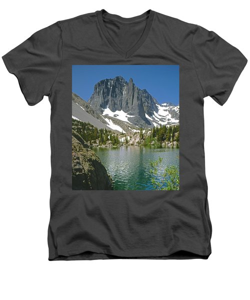 2m6437-temple Crag Men's V-Neck T-Shirt