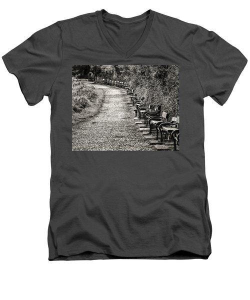 The English Reader Men's V-Neck T-Shirt