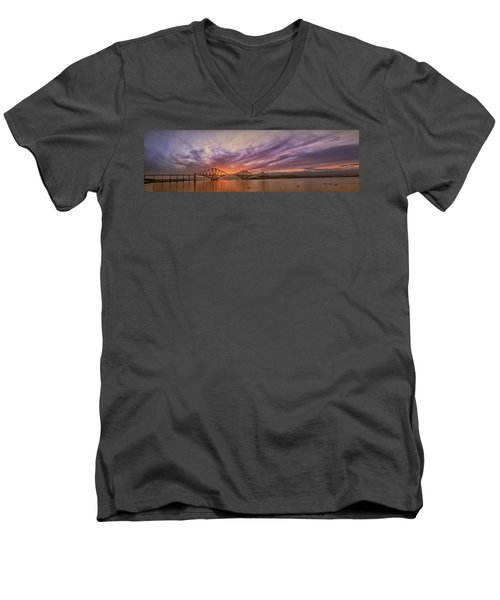 The Forth Rail Bridge Men's V-Neck T-Shirt