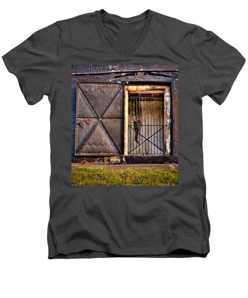 The Old Fort Gate-color Men's V-Neck T-Shirt