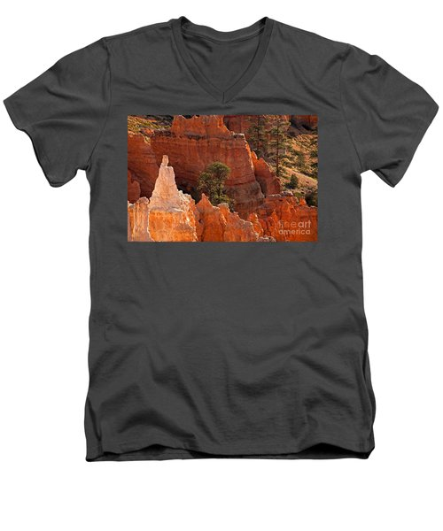 The Popesunrise Point Bryce Canyon National Park Men's V-Neck T-Shirt