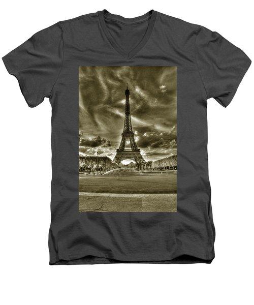 Tour Eiffel  Men's V-Neck T-Shirt