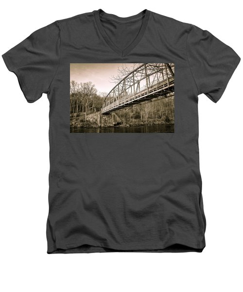 Town Bridge Collinsville Connecticut Men's V-Neck T-Shirt