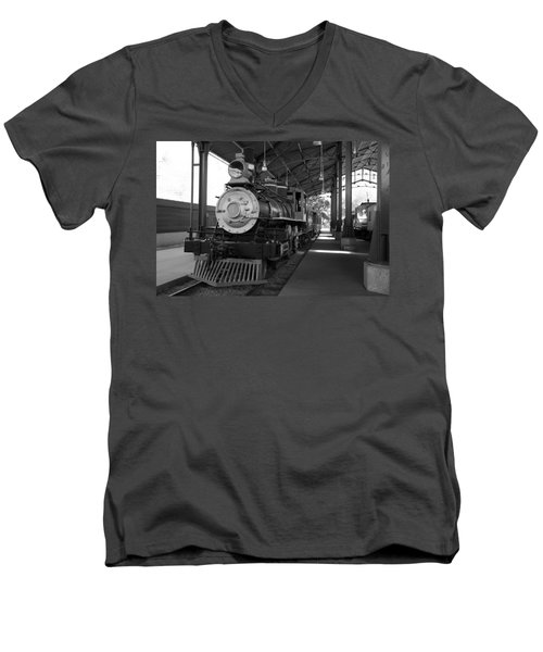 Train Men's V-Neck T-Shirt