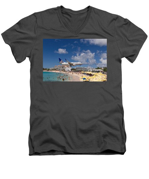 United Low Approach St Maarten Men's V-Neck T-Shirt by David Gleeson