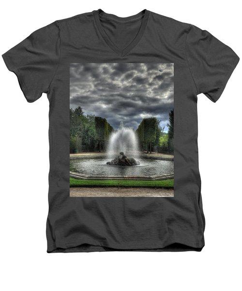 Versailles Fountain Men's V-Neck T-Shirt