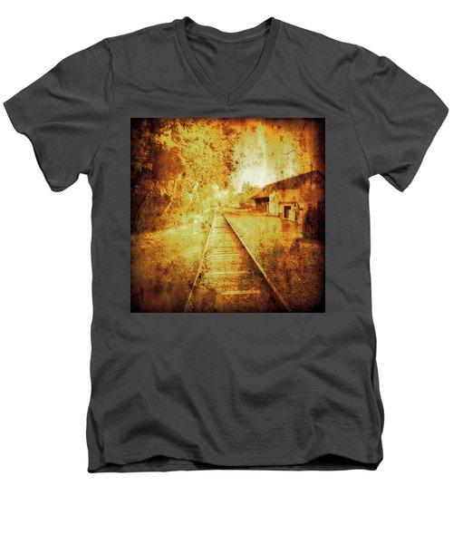 Vintage  Railway Portland Pa Usa Men's V-Neck T-Shirt