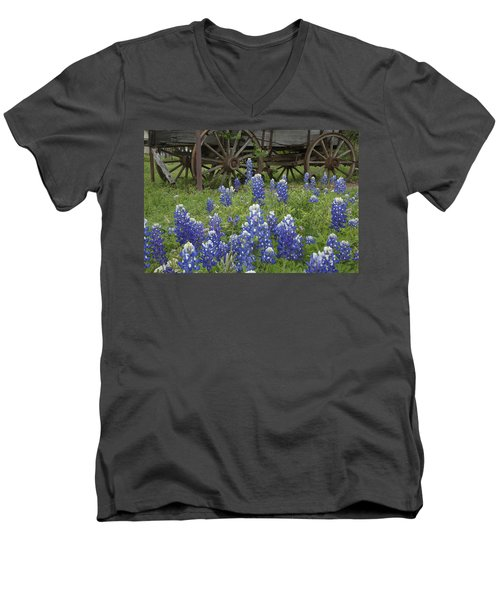 Wagon With Bluebonnets Men's V-Neck T-Shirt