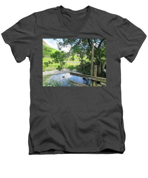 Wasdale Head Stile Men's V-Neck T-Shirt