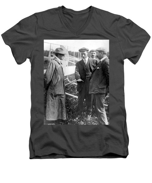 Men's V-Neck T-Shirt featuring the photograph Wilbur Wright, 1908 by Science Source