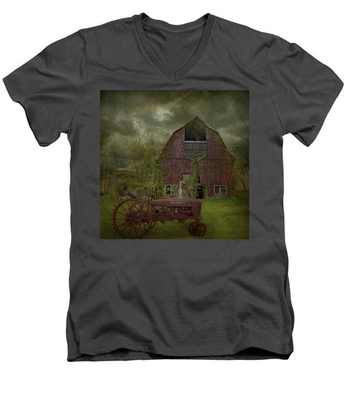 Wisconsin Barn 3 Men's V-Neck T-Shirt