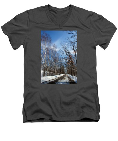 Wisconsin Winter Road Men's V-Neck T-Shirt