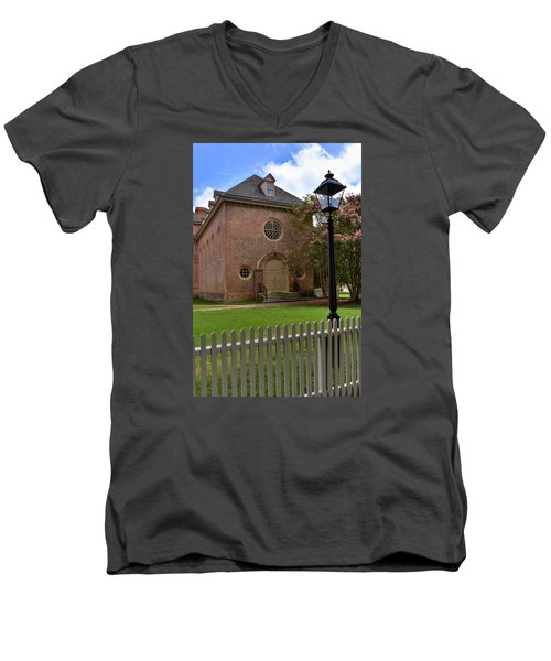 Wren Chapel At William And Mary Men's V-Neck T-Shirt