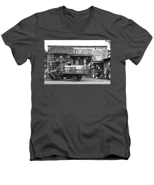 1930's Gas Station Men's V-Neck T-Shirt